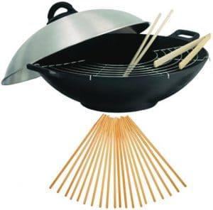 Goede wokpan met accessoires